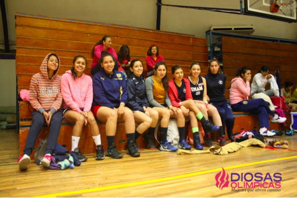 Pumas Club, previo a la práctica. Foto: Olga Trujillo