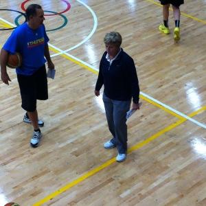 Marynell Meadors entrena a la Selección Mayor de basquetbol COM