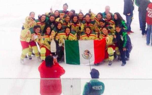 Gana oro selección femenil de hockey sobre hielo en Canadá